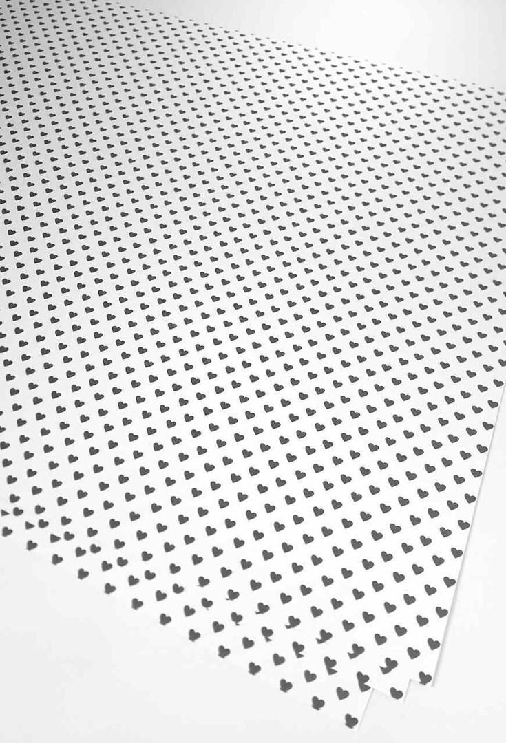 """Подарочная бумага (упаковочная) белого цвета с чёрными мелкими сердечками - Интернет-магазин """"Box"""" в Ровненской области"""