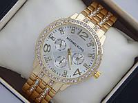 Стильные женские часы Michael Kors золотистые в стразах