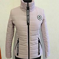 Стильная женская весенняя куртка цвета пудры