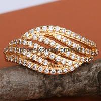 Шикарное кольцо с множеством фианитов, покрытое золотом(115180)