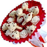 Букет из мягких игрушек Мишки красно белый с розами