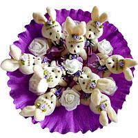Букет из мягких игрушек Зайки бело фиолетовый с розами