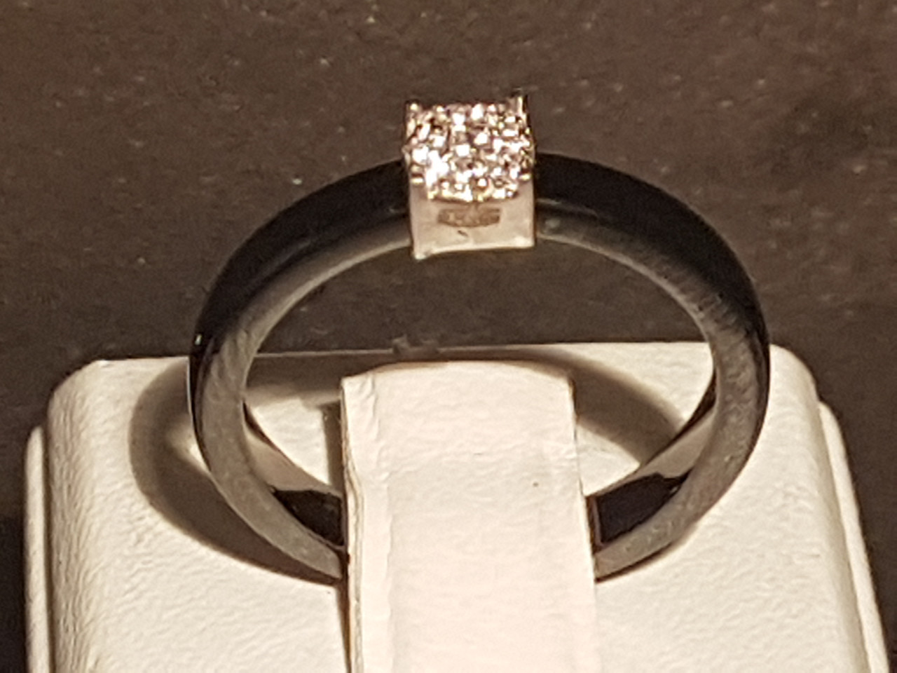 Серебряное кольцо с керамикой и фианитами. Артикул К2ФК/1013-3 17,4