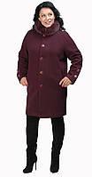 Бордовое пальто-кокон с меховым воротником