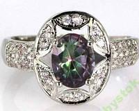 Милое кольцо с радужным топазом