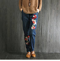 Стильные джинсы с крупной вышивкой, фото 1