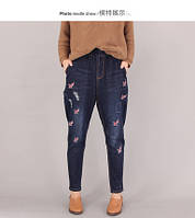 Оригинальные джинсы с вышитыми буквами