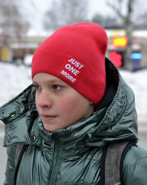 Детская шапка красного цвета