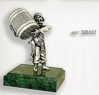 """Серебряная статуэтка  """"Рыбак с бочкой"""""""