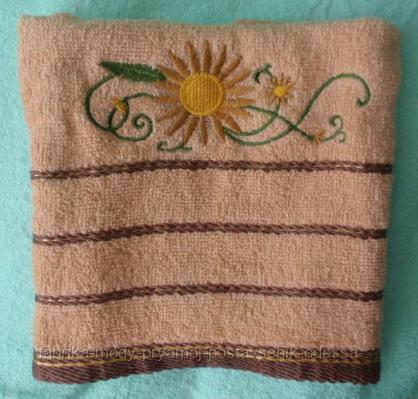 Махровые банные полотенца с цветочной отделкой