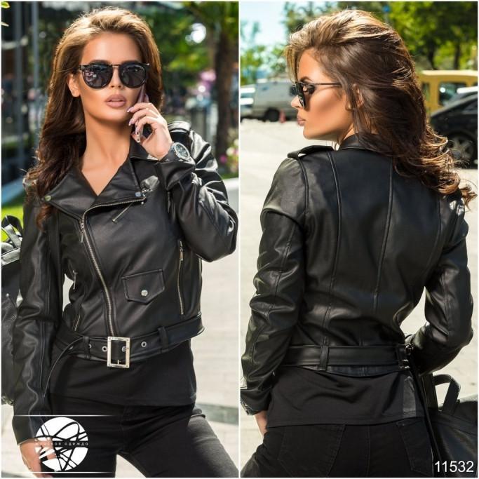 Женская короткая куртка косуха из экокожи черного цвета на молнии. Модель 11532. - Irse в Одессе