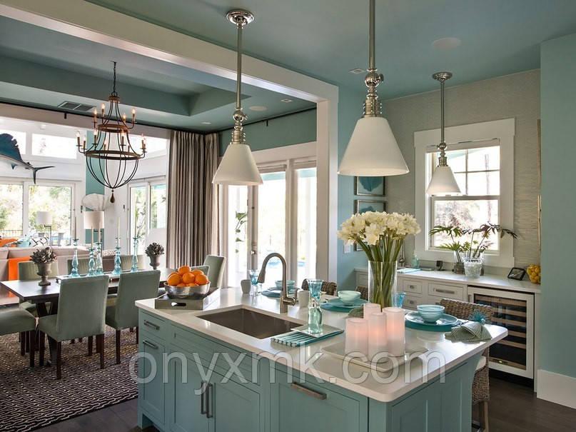 Классическая кухня небесного цвета в современном интерьере