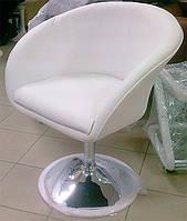 Дизайнерское кресло Мурат белая искусственная кожа поворотный и подъемный механизмы