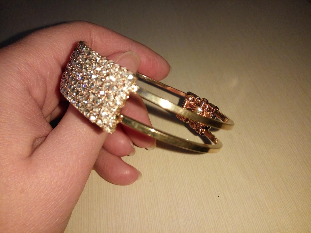 Женский браслет золотой с камушками