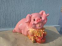 Садовая фигура Свинка с мешком денег
