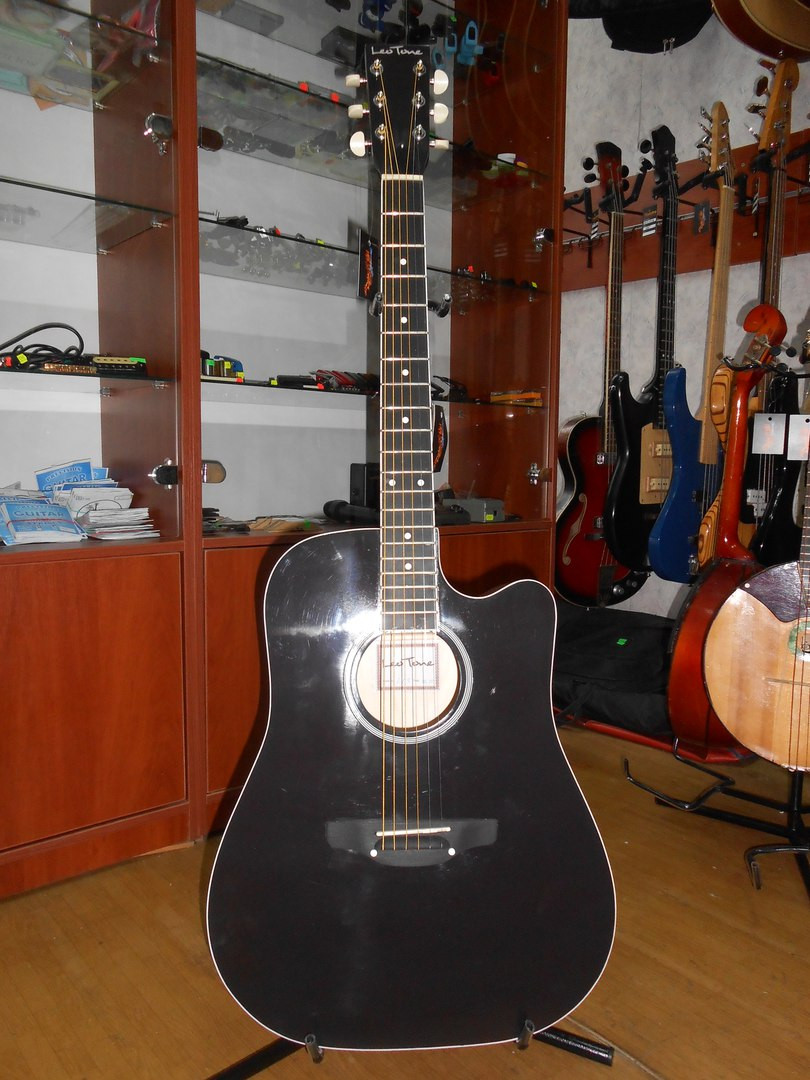 ( 01/108 ) Новая акустическая Гитара Львовской музыкальной фабрики Leo