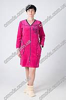 Красивый женский велюровый халат на молнии с узором малинового цвета