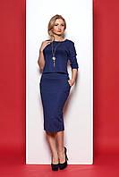 Темно-синий женский костюм модного фасона