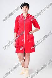 Женский велюровый халат с карманом и красивым принтом красного цвета