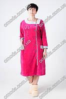 Женский красивый халат из велюра с пуговицами малинового цвета