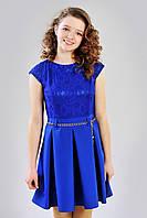 Нарядное детское платье синего цвета с гипюровым верхом и пышной юбкой