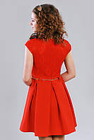 Красное детское платье на короткий рукав с поясом в виде цепочки