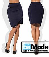 Модная женская короткая юбка из крепдайвинга  с ассиметрией по краю низа и вставками из экокожи синяя