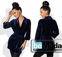 Модный женский удлиненный пиджак из бархата с накладными карманами  синий
