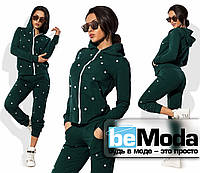 Модный женский спортивный костюм из трикотажа двуники с декоративными белыми горошинами зеленый