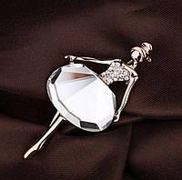 """Брошь в форме фигурки """"Балерина"""" с белым кристаллом, материал металл золотистого цвета"""
