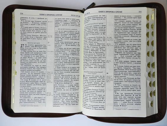 Біблія, 17х24,5 см, темно-коричнева з тисненим орнаментом навколо, фото 2