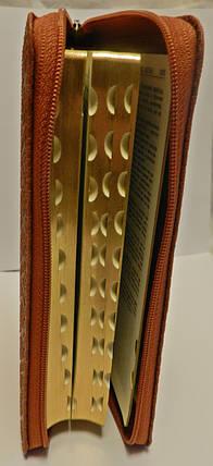 Біблія, 13х18 см, коричнева з орнаментом, з замком, з індексами, фото 2