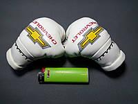 Мини боксерские перчатки в автомобиль CHEVROLET Белые, подарок, сувенир, брелок