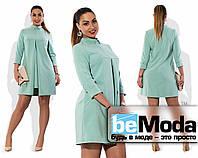 Деловое женское платье больших размеров свободного кроя с маленьким воротничком голубое