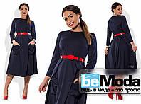 Эффектное женское платье больших размеров средней длины с накладными карманами и красным поясом синее