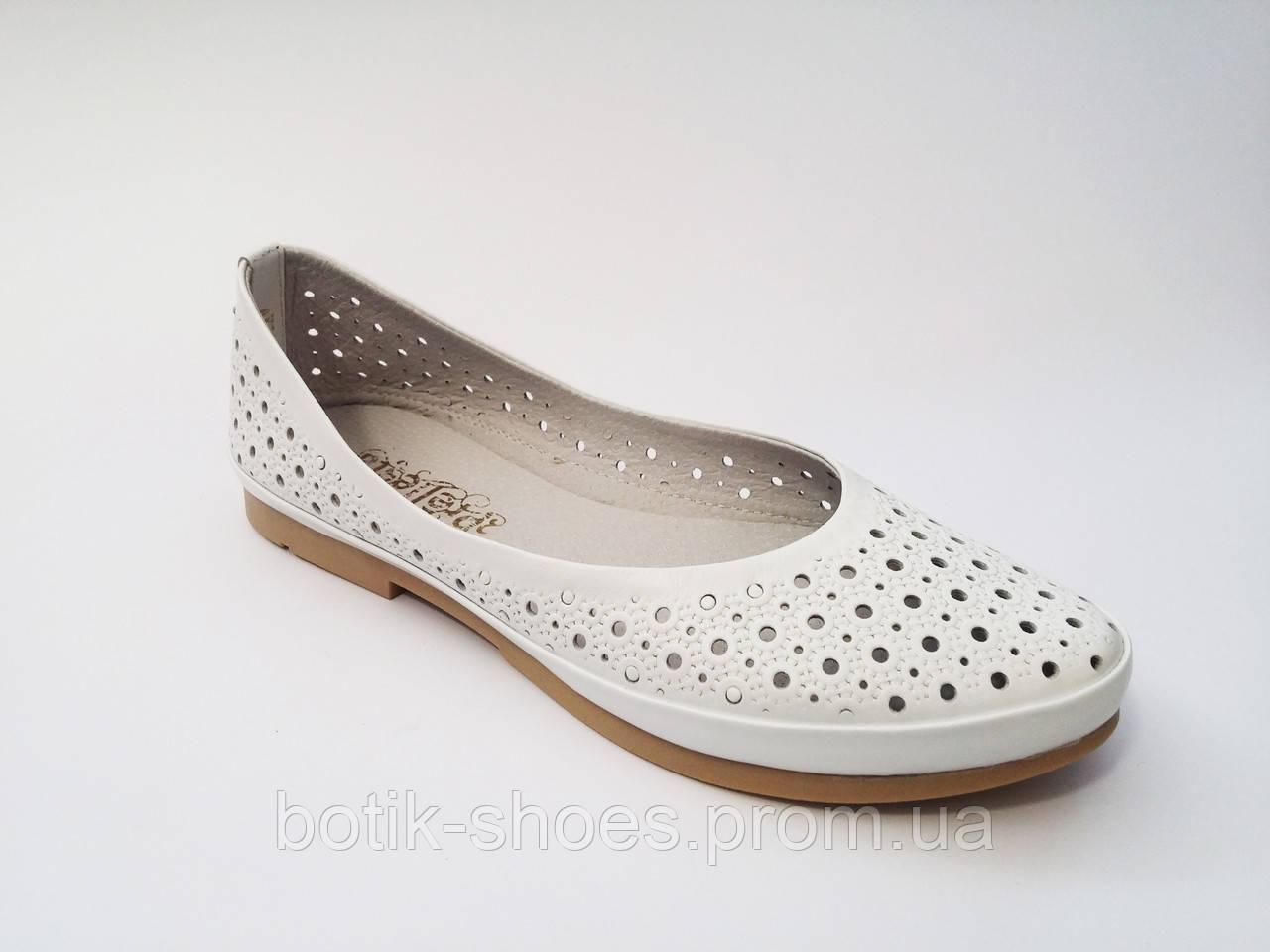a7da16976a6cf Женские кожаные модные белые балетки с перфорацией Prellesta ...