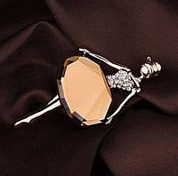 """Брошь в форме фигурки """"Балерина"""" с коричневым кристаллом, материал металл золотистого цвета"""