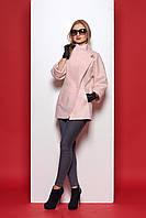 Нежное женское пальто модного фасона