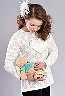 Утончённая девичья кофточка с сердцем белого цвета