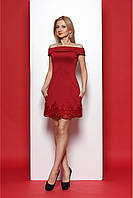 Эффектное красное платье с вырезом анжелика и кружевом по низу