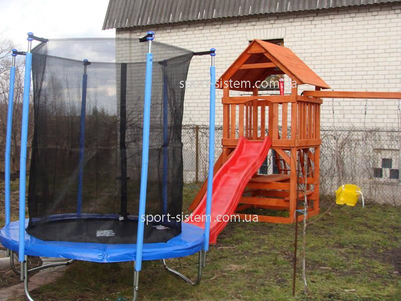 Детские площадки и батут для детей около котеджа