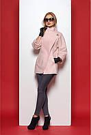 Короткое полу-пальто цвета пудры, свободного кроя с оригинальным воротником