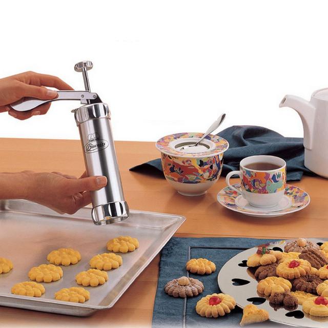 Кондитерский шприц (пресс) для печенья 14 насадкой