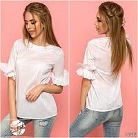 Женская блузка белого цвета с рюшами на рукавах. Модель 13038.