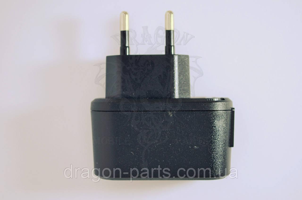 Сетевое зарядное устройство Nomi i300 ,оригинал