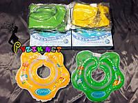 Круг на шею ребенка для купания Lindo в коробке, с ручками и погремушкой, цвет на выбор