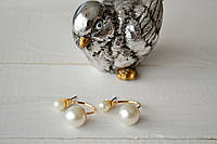 Серьги Диор шарики на дужке золотистые с жемчугом