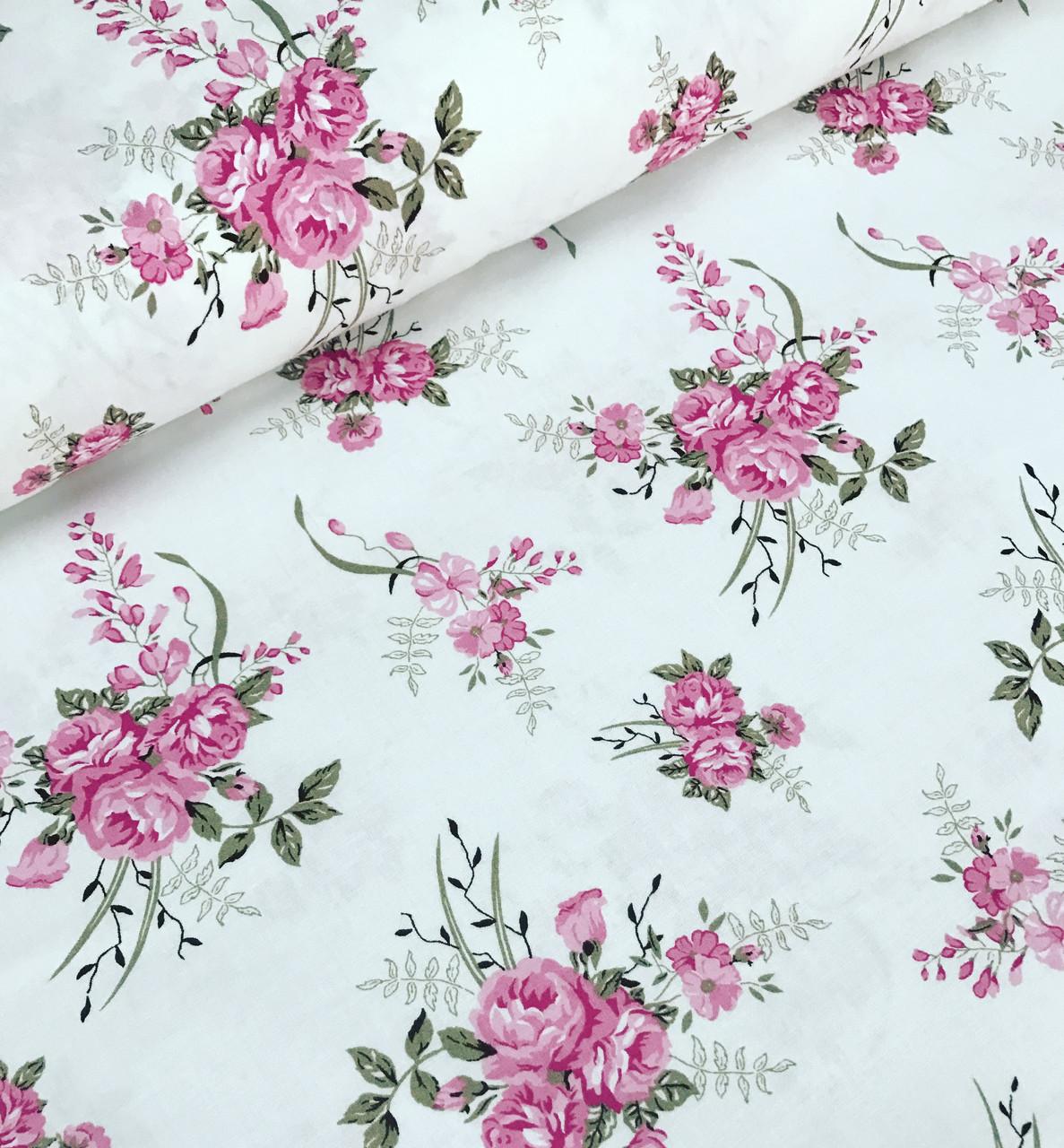 Хлопковая ткань преммиум-класса компаньон розы с бежевыми листочками на белом