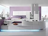 Современная радиусная крашенная кухня без ручек с подсветкой SEVEN фабрика TORCHETTI (Италия), фото 5
