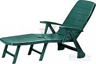 Лежак шезлонг зеленый из пластика для сада и пляжа